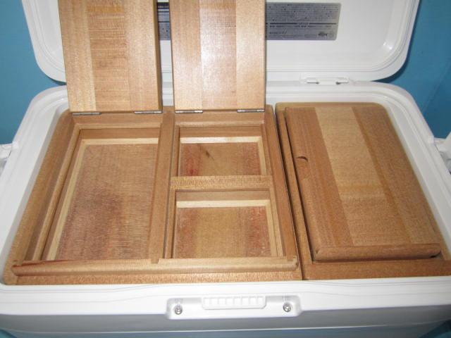 シマノフィクセル12Lクーラー用の2室保存エサ箱の右側を3室にしたエサ箱セットです。
