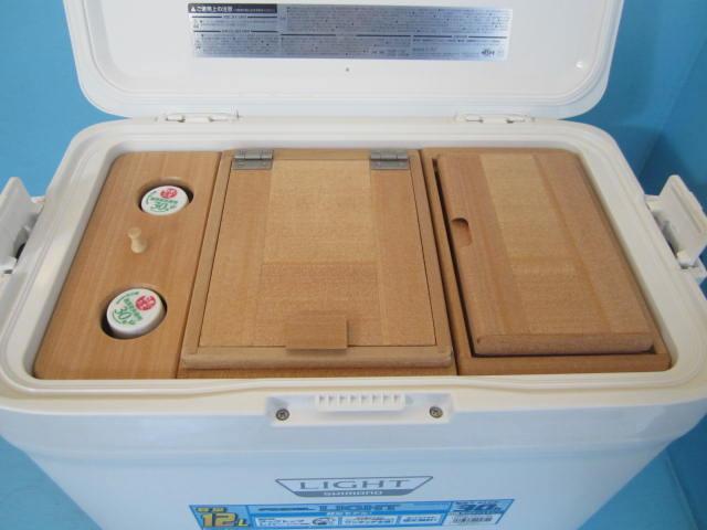 フィクセル12Lクーラー用のペットボトルを立てた状態で保管できるエサ箱セットです。