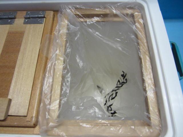 小出しエサ箱専用内枠はビニール押えとしても使えます。