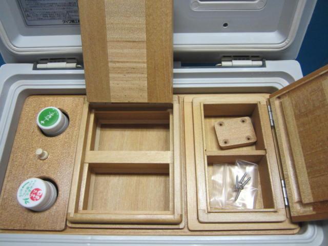 このエサ箱セットもクーラー内蔵用の内枠を作り各パーツを収納するタイプとなります。