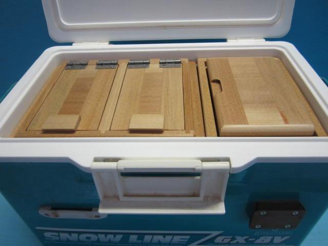 2室保存エサ箱と小出しエサ箱のセット品です。