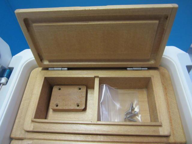 小出しエサ箱外寸法79mm×157mm×47mm。室内寸は55mm×64mm×27mm×2室。