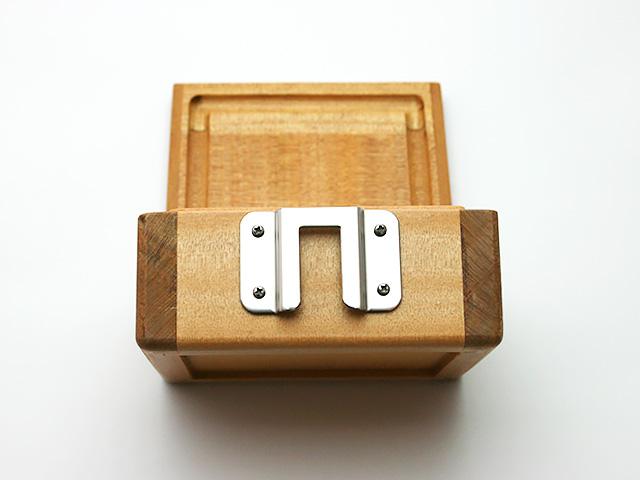篭定木製1室エサ箱に「篭定エサ箱取付シマノ純正部品対応ステンレスステー」を取り付けました。
