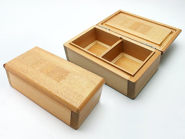 篭定木製2室エサ箱です。