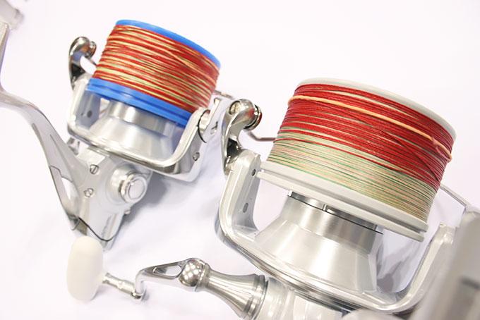 奥は2016スーパーエアロ キススペシャル+【P】スプールのスタンダードオシュレーション、手前は2016スーパーエアロ キススペシャル コンペエディション+【L2】スプールのスーパースロー10オシュレーションです。