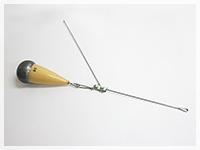 ←方向に飛行した場合の、爆釣天秤スリム+根木式爆釣フロートシンカー26号の飛行姿勢です。